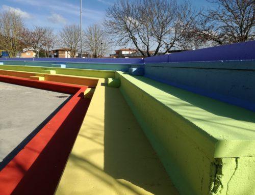 I colori del mondo per rivitalizzare un anfiteatro e un paese