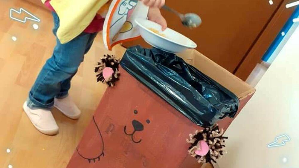 """Orso Bruno e i suoi amici Uccellino Celestino e Giraffa Gialla insegnano ai bimbi come differenziare i rifiuti giocando"""""""