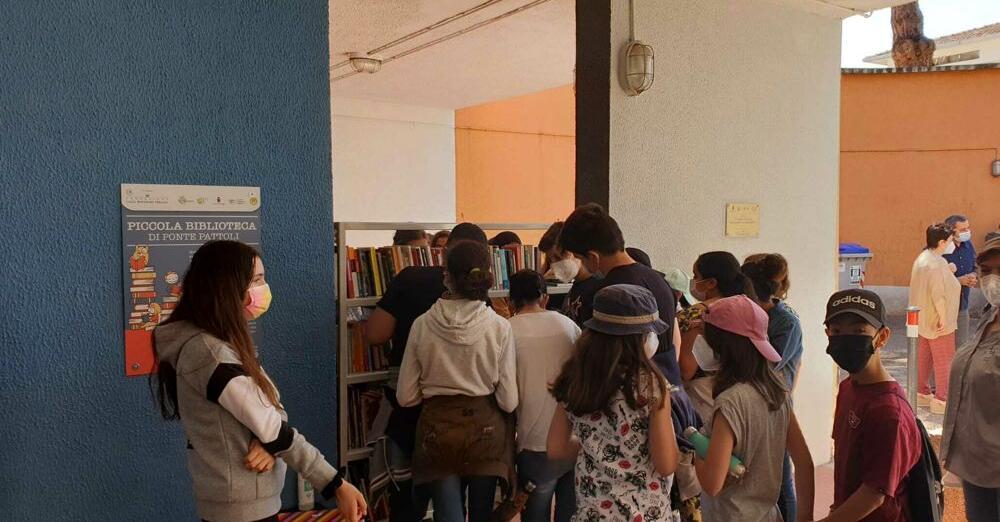Una biblioteca a cielo aperto a Ponte Pattoli che cancella il degrado e rilancia cultura e stare insieme